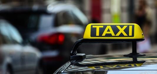 Qualifizierter Taxifahrer darf nicht durch Amateure substituiert werden können